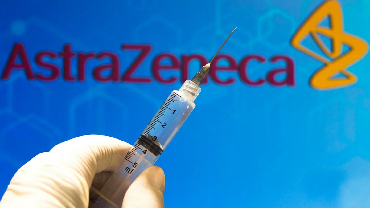 Der Impfstoff von AstraZeneca kommt immer mehr in Verruf.. © rafapress / Shutterstock.com