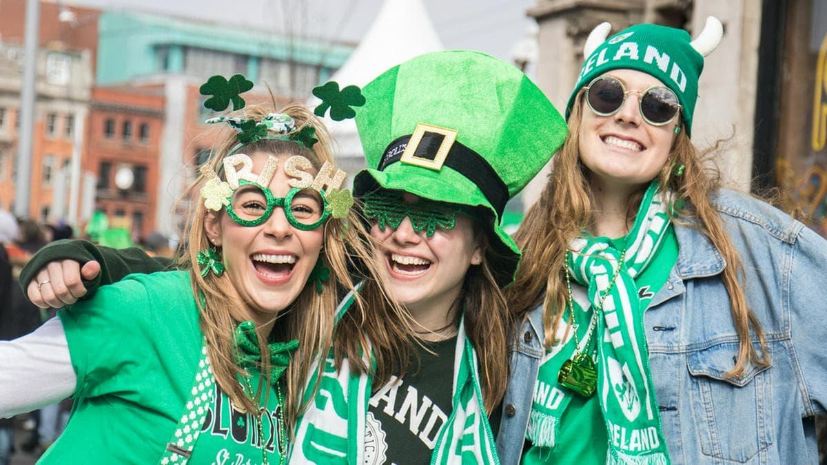Vor dem Ausbruch der Corona-Pandemie konnte in Irlands Hauptstadt Dublin - wie hier 2019 - noch ausgelassen gemeinsam gefeiert werden.. © David Ardura / Shutterstock.com