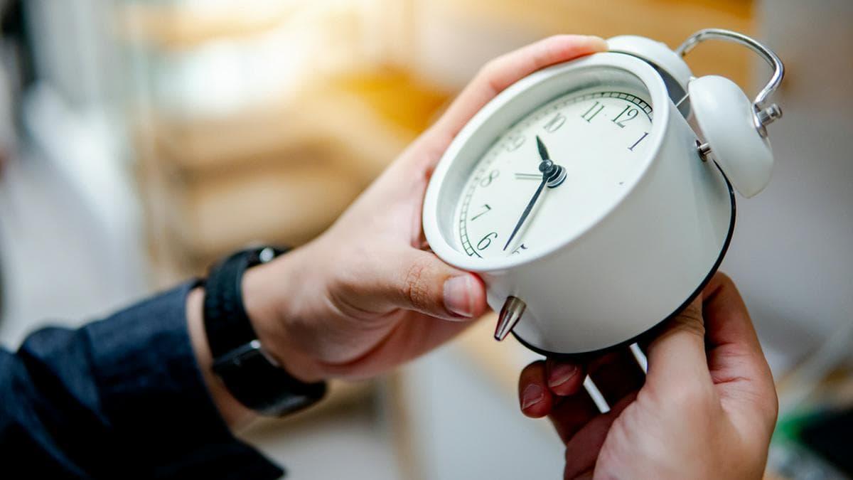 Zweimal im Jahr wird europaweit noch immer an den Uhren gedreht.. © Shutterstock/Zephyr_p