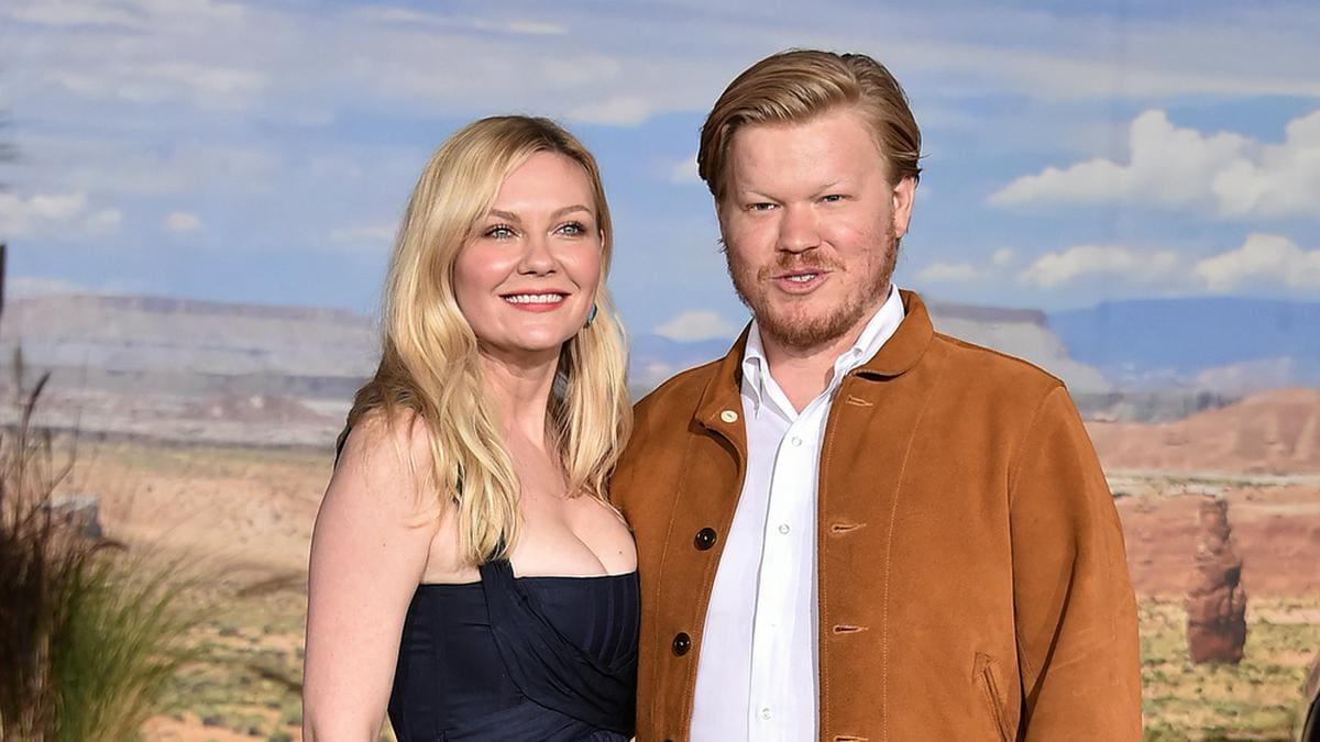 Kirsten Dunst zusammen mit ihrem Partner Jesse Plemons im Jahr 2019. © DFree/Shutterstock.com