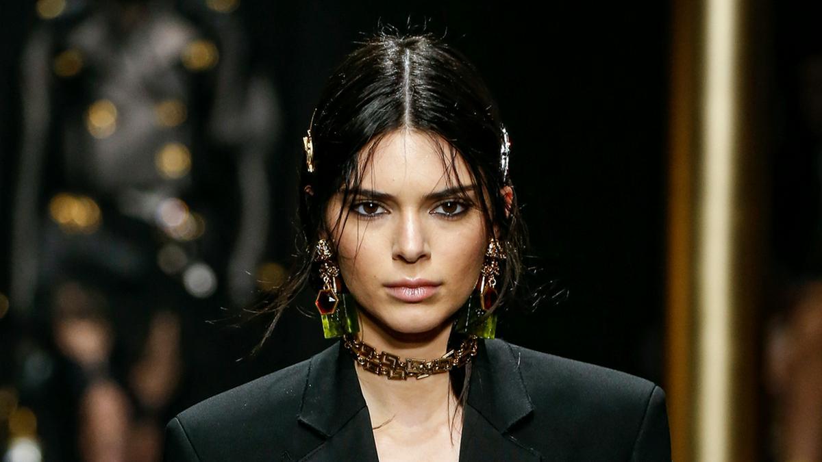 Kendall Jenner auf dem Laufsteg. © FashionStock.com/Shutterstock.com