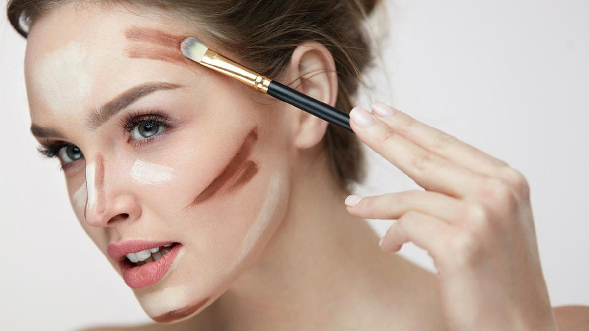 Tantouring sorgt für definierte Gesichtszüge und einen strahlenden Teint.. © puhhha/Shutterstock