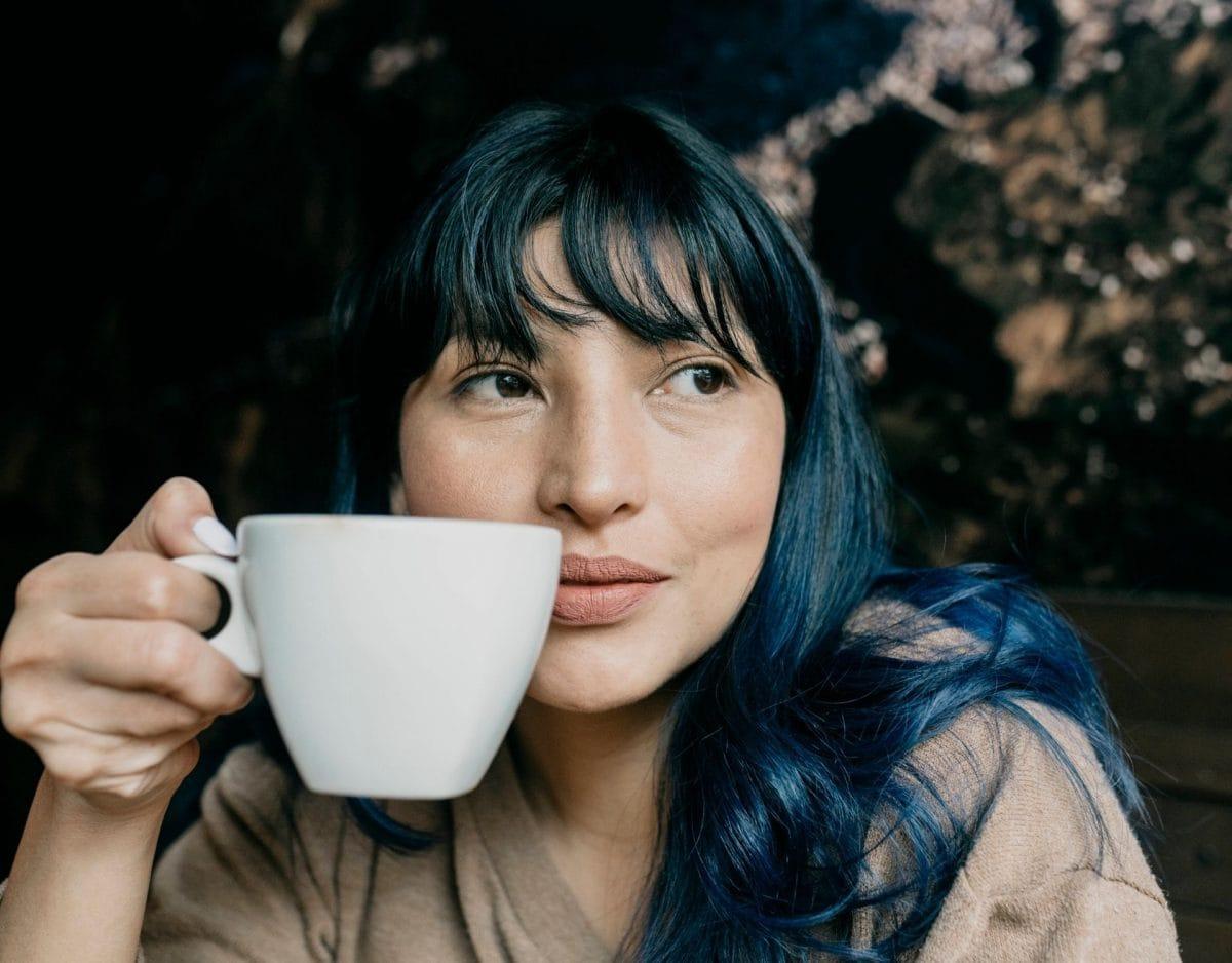 kaffee frau trinken lecker