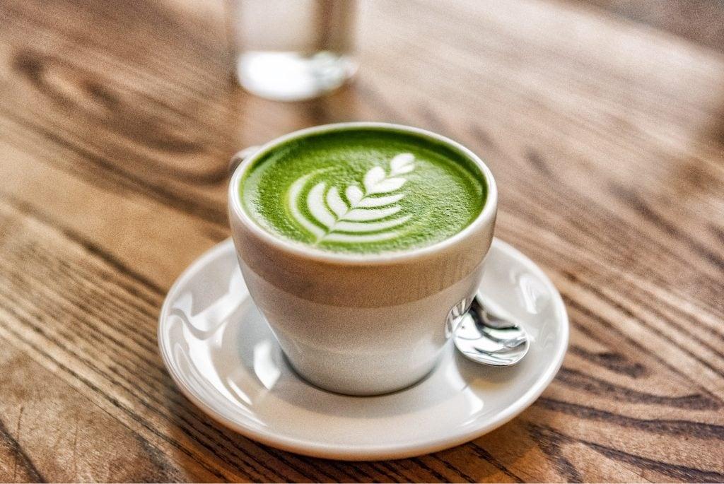 matcha latte coffee art tasse kaffee