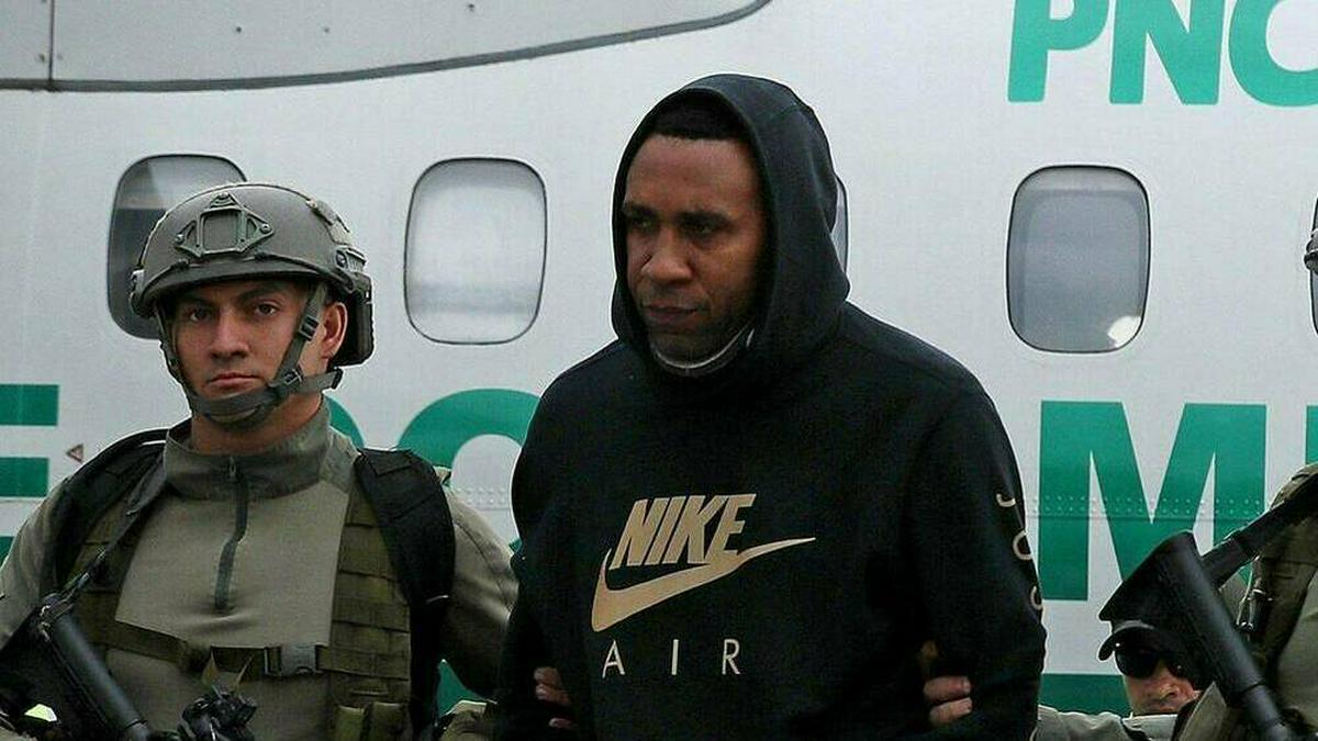 Der ehemalige kolumbianische Fußballstar Jhon Viáfara bei seiner Verhaftung durch kolumbianische Spezialkräfte.. © imago images/Agencia EFE