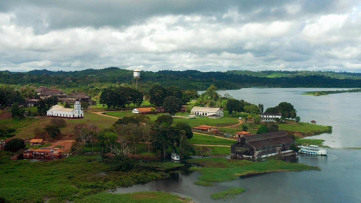 """Eigentlich ein idyllischer Anblick: """"Fordlandia"""" im brasilianischen Dschungel. © A.PAES/Shutterstock.com"""