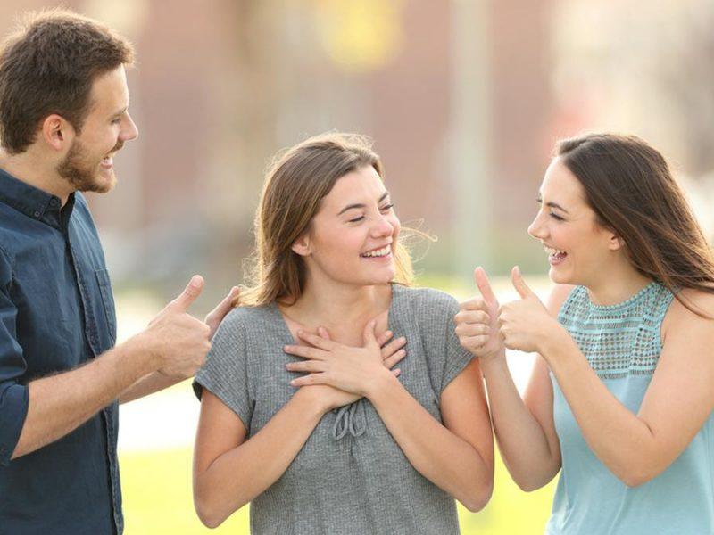 Mit Komplimenten kann man im besten Fall anderen eine Freude machen.. © Antonio Guillem/Shutterstock.com