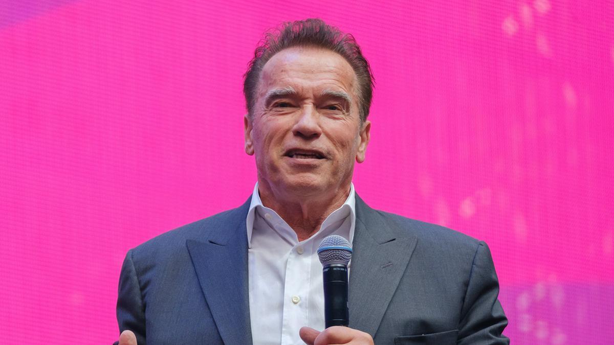 Scheint auch ein sehr guter Gastgeber zu sein: Arnold Schwarzenegger. © Anton Gvozdikov/Shutterstock.com