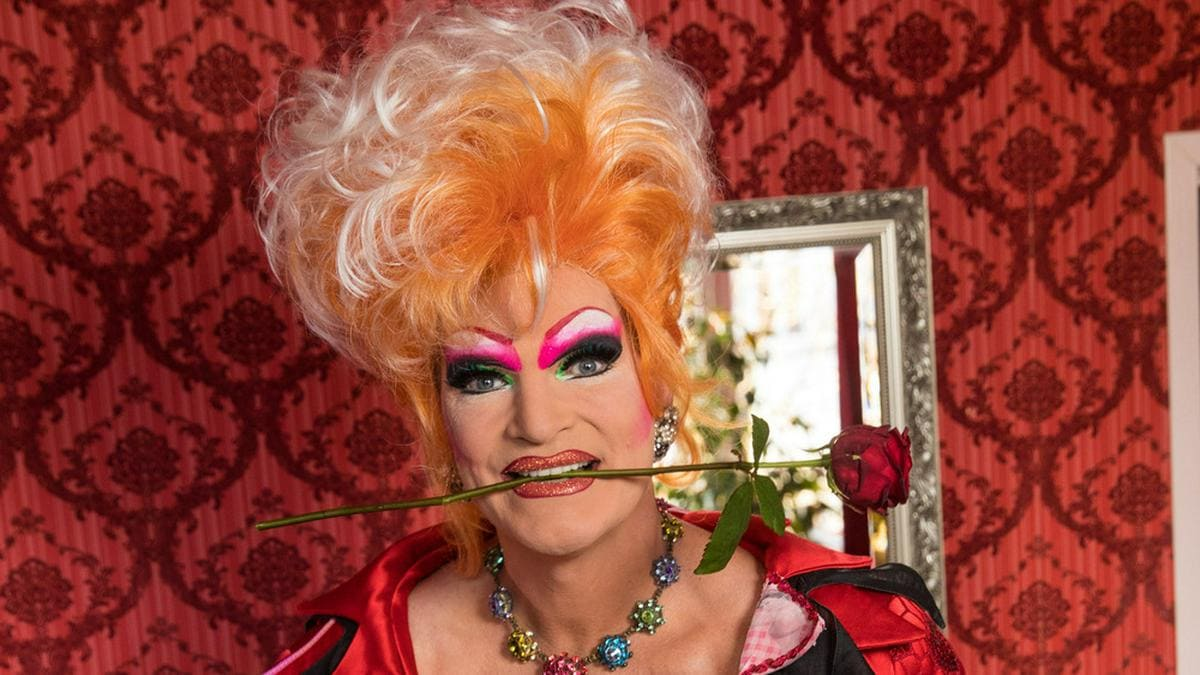 """Olivia Jones hat ihre Autobiografie """"Ungeschminkt"""" veröffentlicht.. © www.olivia-jones.de"""