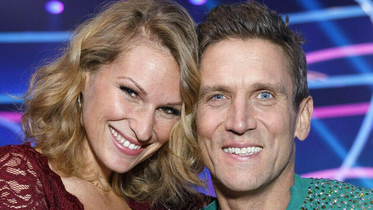 Janni Hönscheid und Peer Kusmagk bei einem gemeinsamen TV-Auftritt. © imago images/Future Image