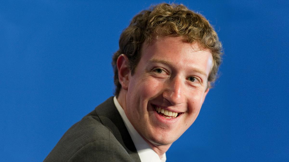 Mark Zuckerberg kann über sich selbst lachen.. © Frederic Legrand - COMEO / Shutterstock.com