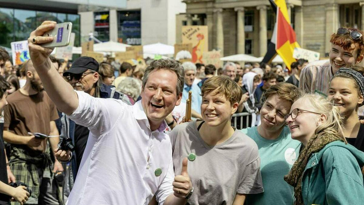 Comedian Eckart von Hirschhauen ist Unterstützer von Fridays For Future.. © imago images / Arnulf Hettrich