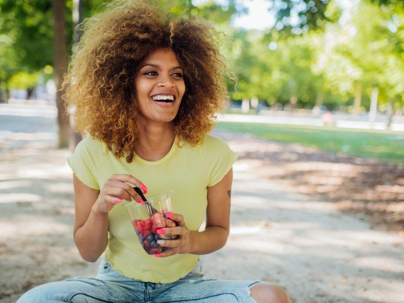 Alternativen zu Süßigkeiten Obst park poc frau