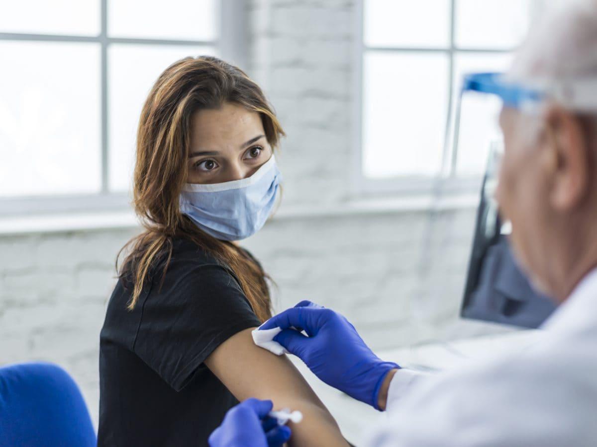 impfen frau mann krankenhaus arzt