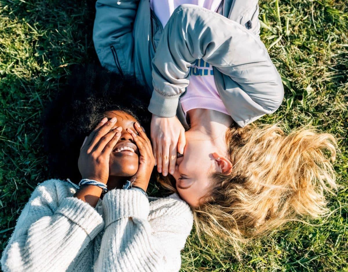 heimlich verliebt freunde geheimnisse wiese