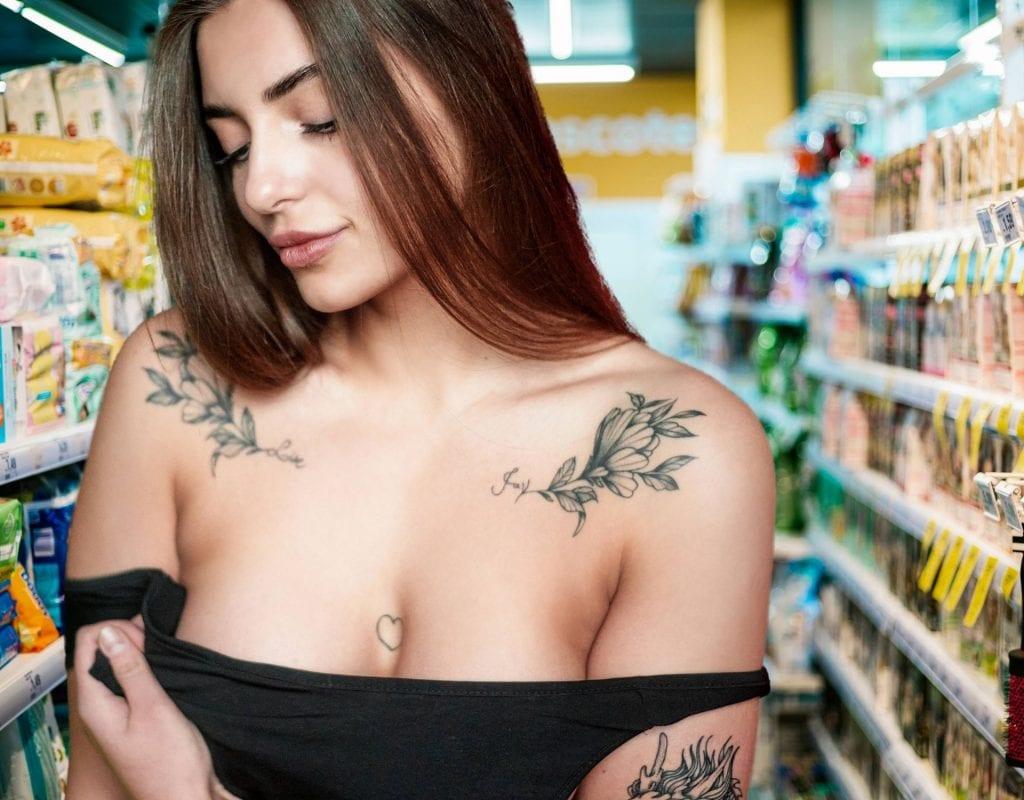 frau supermarkt sexy