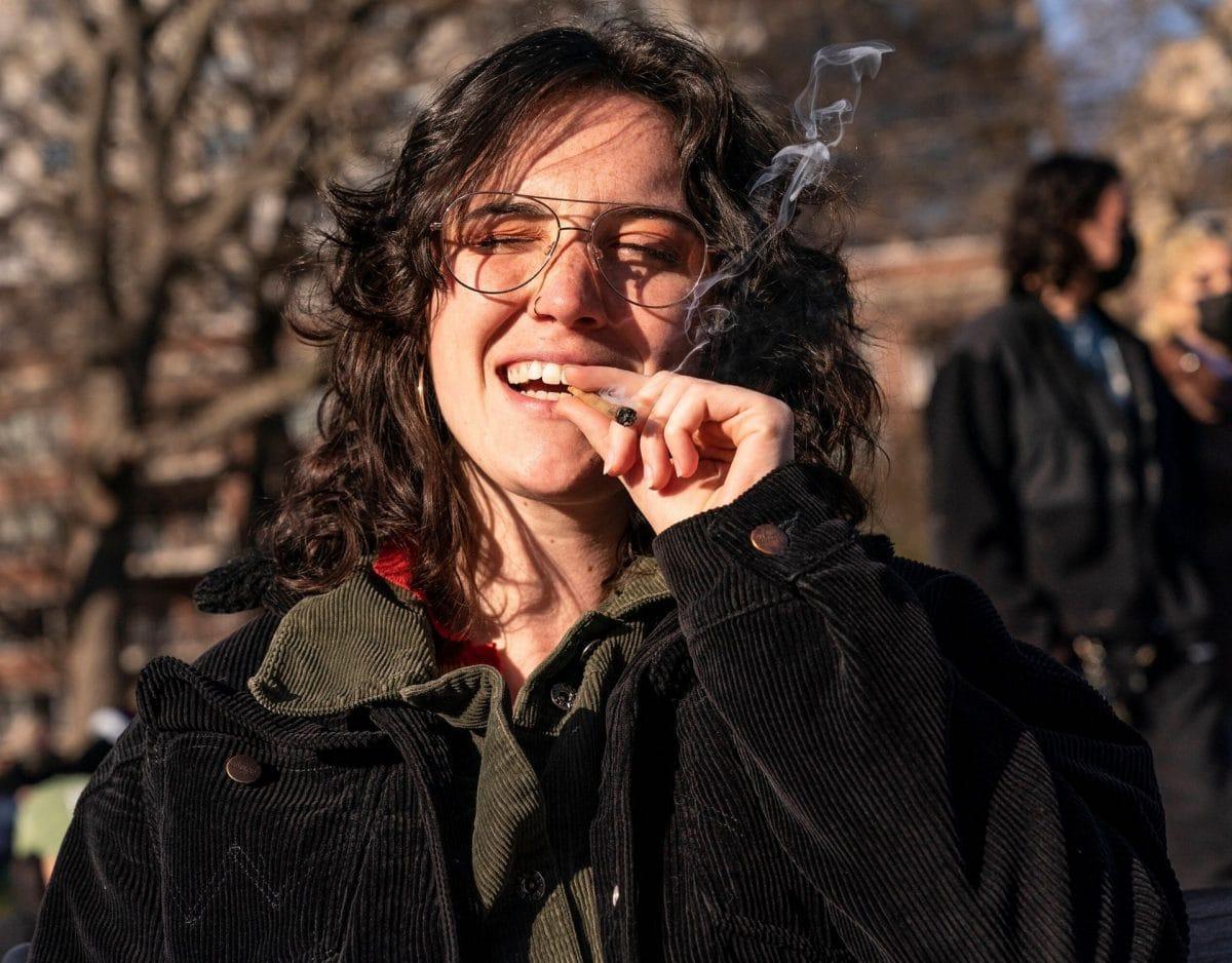 kiffen rauchen drogen frau new York
