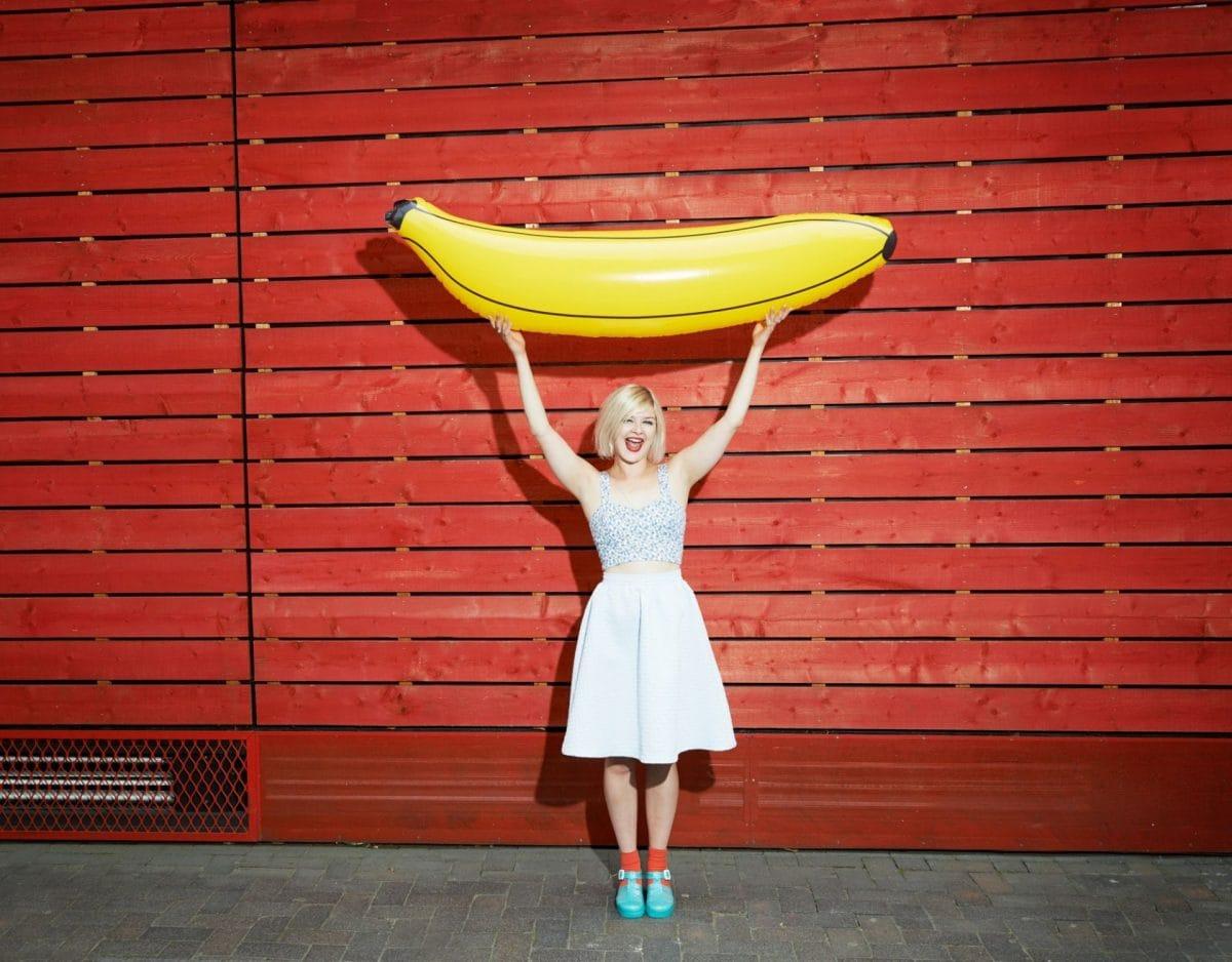 banane frau groß spaß penis sex essen