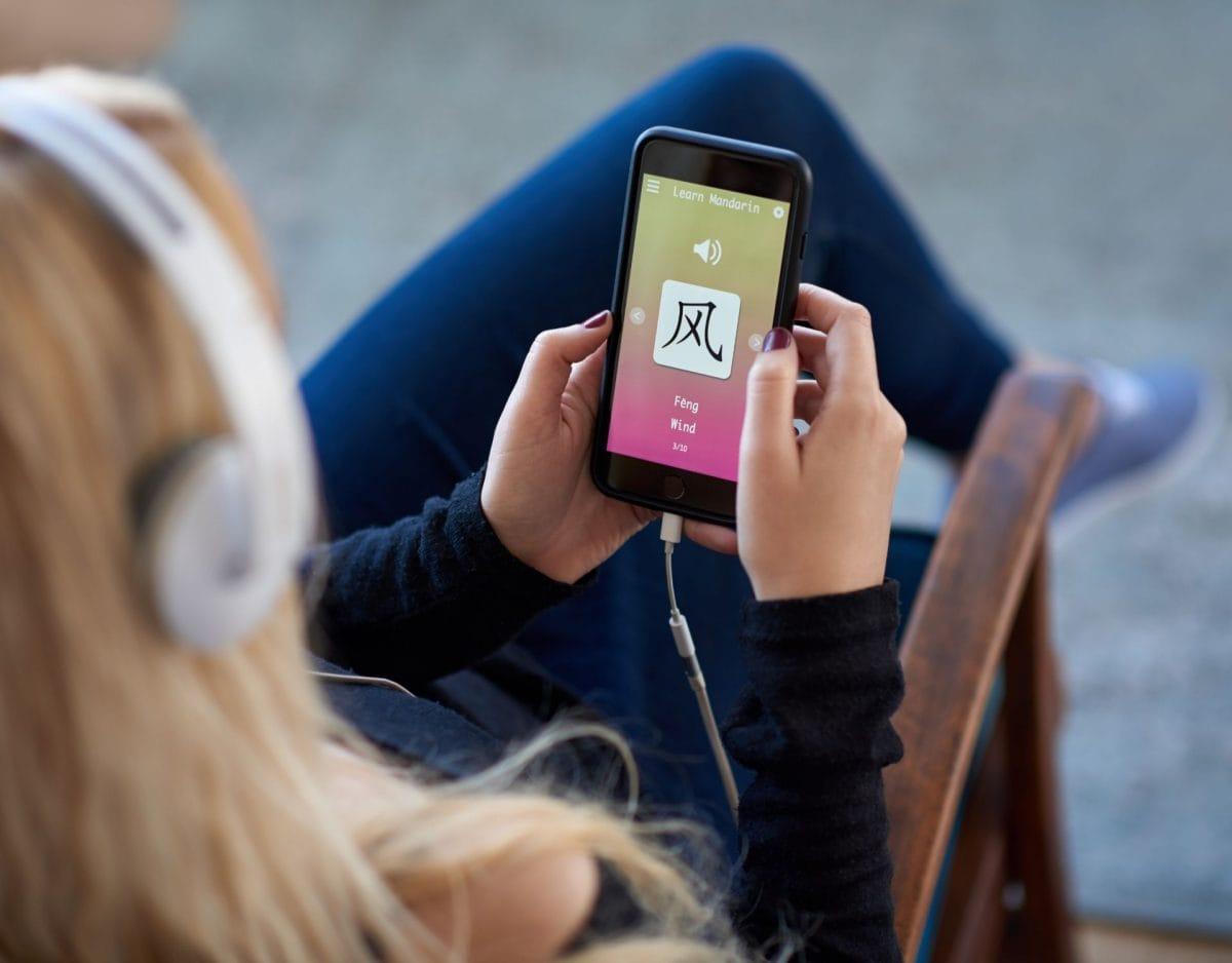 Sprachlern-Apps, app, handy, sprache, frau