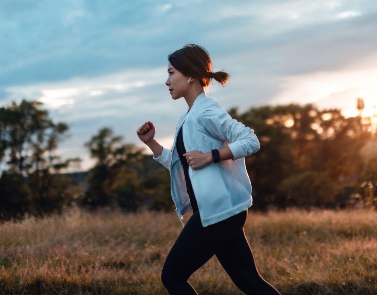 slow-jogging joggen laufen japanische frau