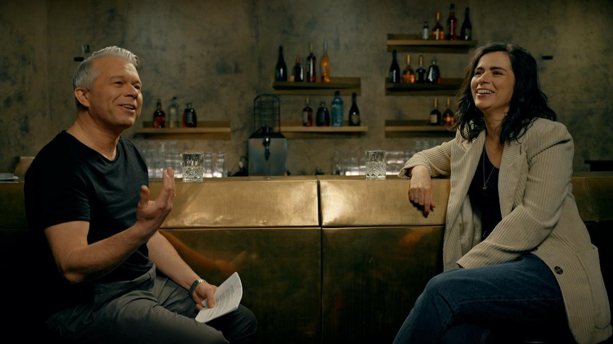 """Schauspielerin Nora Tschirner im """"Bar-Talk"""" mit Markus Kavka.. © Freunde fürs Leben e.V. / Svenson Suite"""