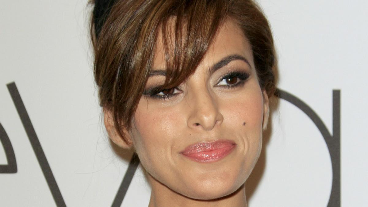 Eva Mendes zweifelte früher an ihrem Aussehen.. © Kathy Hutchins / Shutterstock.com