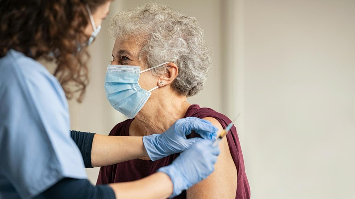 Menschen mit komplettem Impfschutz kommen in den Genuss von mehr Lockerungen.. © Rido / Shutterstock.com