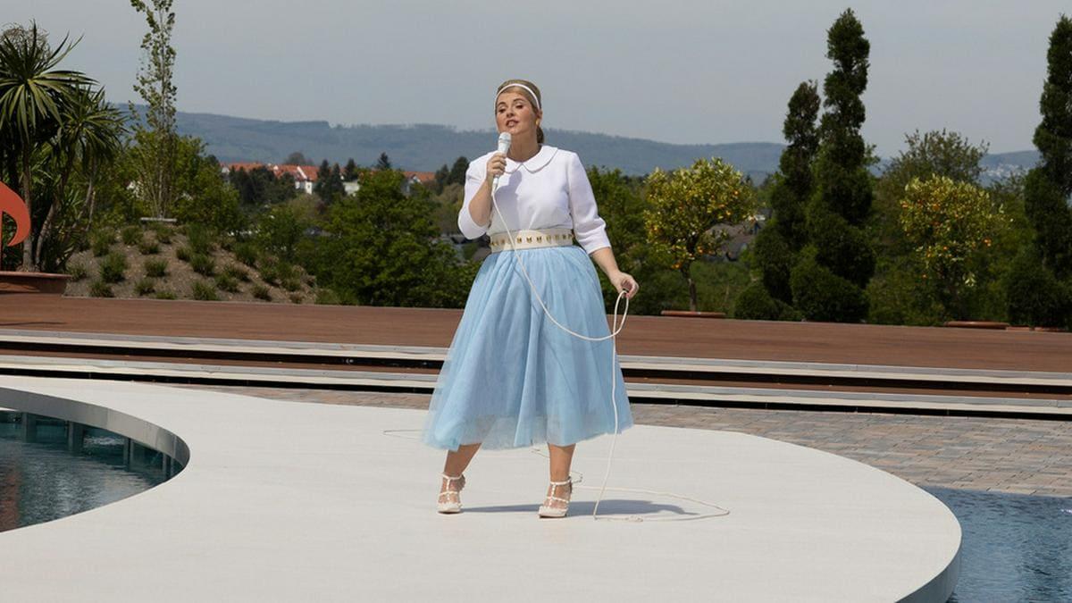 """Maite Kelly bei ihrem Auftritt im """"ZDF-Fernsehgarten"""".. © ZDF/Jana Kay"""