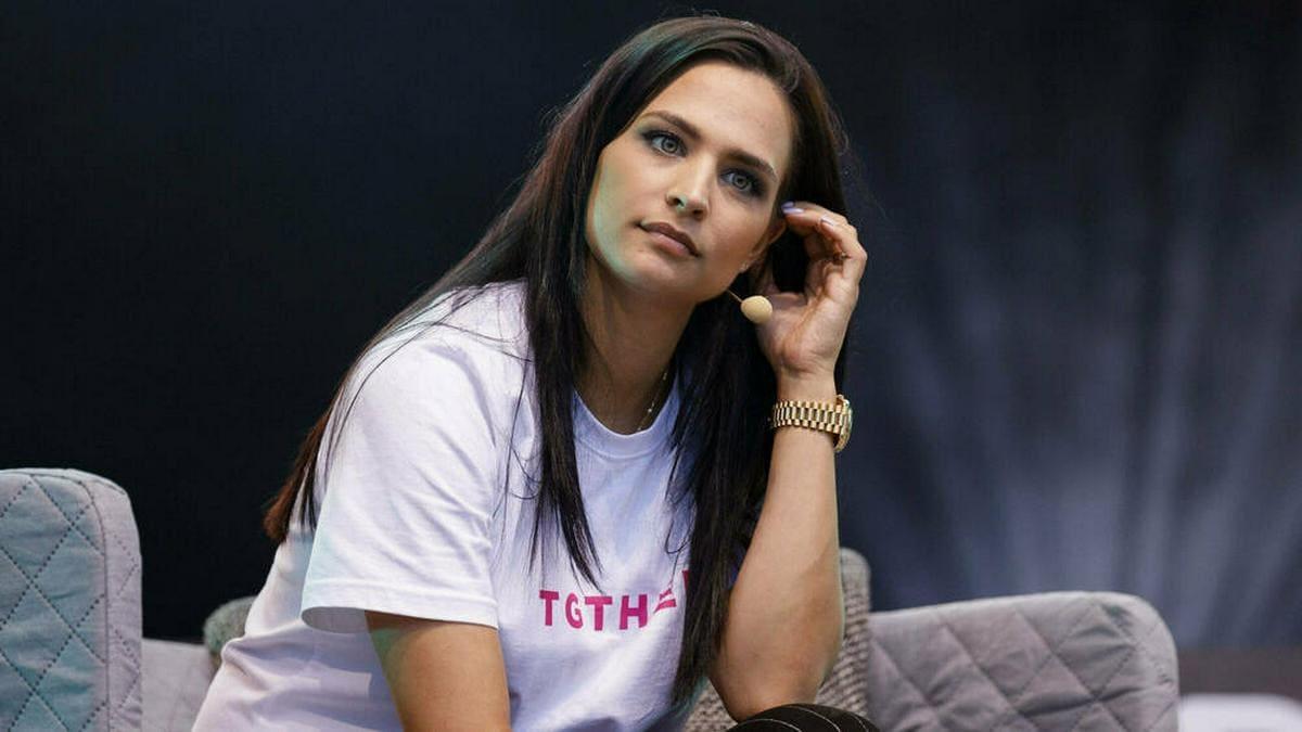 Amira Pocher fühlte sich anfangs in Deutschland oft alleine.. © imago images/Future Image