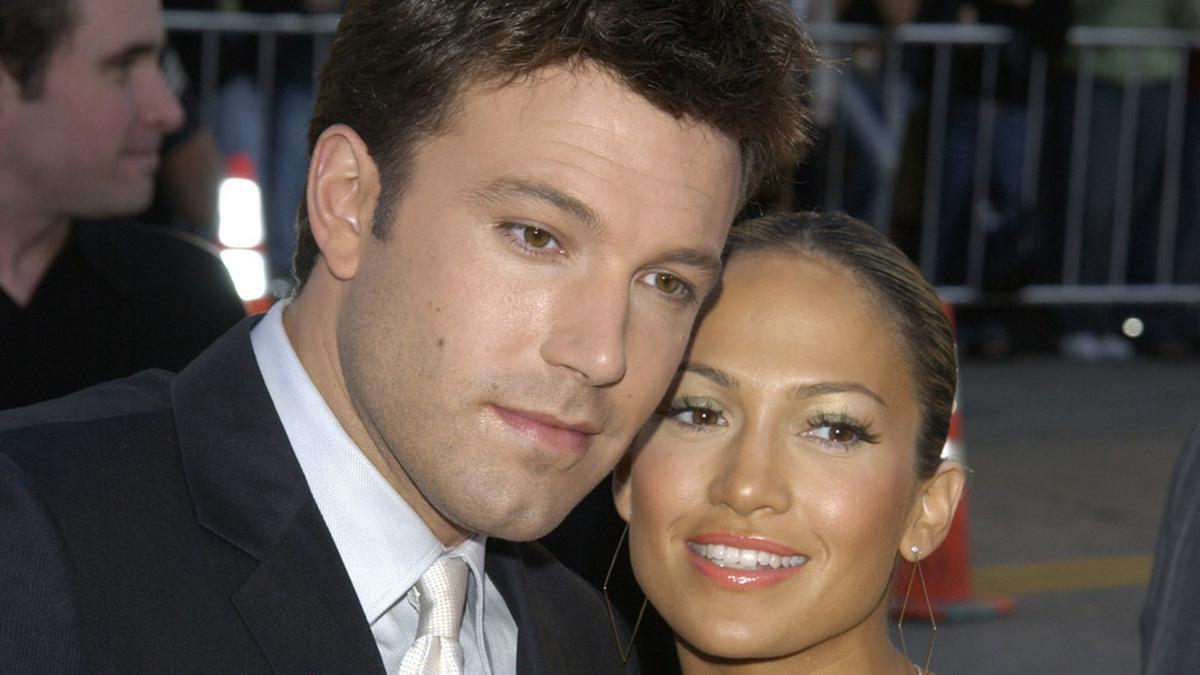 """Ben Affleck und Jennifer Lopez 2003 bei der Premiere seines Films """"Daredevil"""". © Featureflash Photo Agency / Shutterstock.com"""