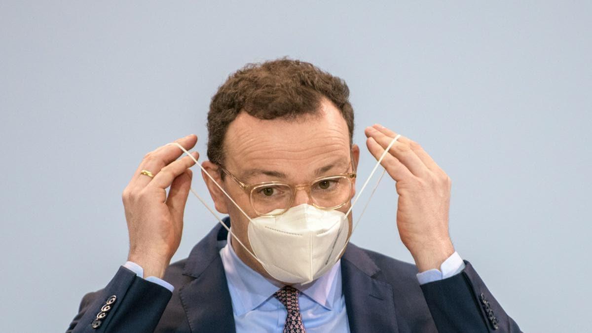 """Jens Spahn hat sich """"bewusst"""" für eine AstraZeneca-Impfung entschieden.. © photocosmos1 / Shutterstock.com"""
