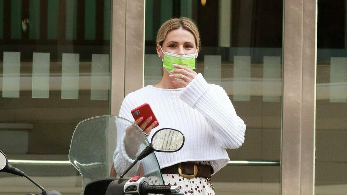 Michelle Hunziker vor wenigen Wochen im April 2021 mit Atemschutzmaske.. © imago images/Independent Photo Agency Int.