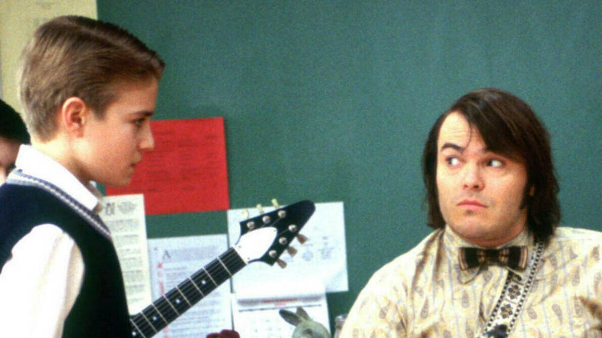 "Szenen in ""School of Rock"" (2003): Dewey Finn (Jack Black) zeigt Freddy (Kevin Clark) das Schlagzeugerspielen.. © imago images/Everett Collection"