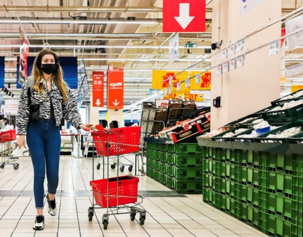 supermarkt frau einkauf kasse einkaufen einkaufswagen