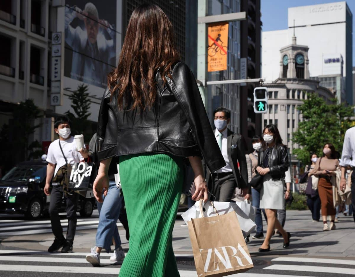 shoppen frau zara tüte stadt einkaufen