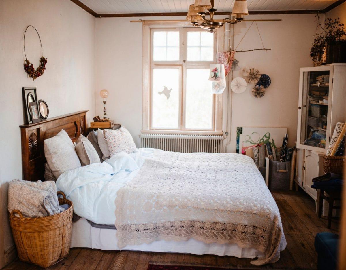 cottage core landleben schlafzimmer dix einrichtung bett gemütlich