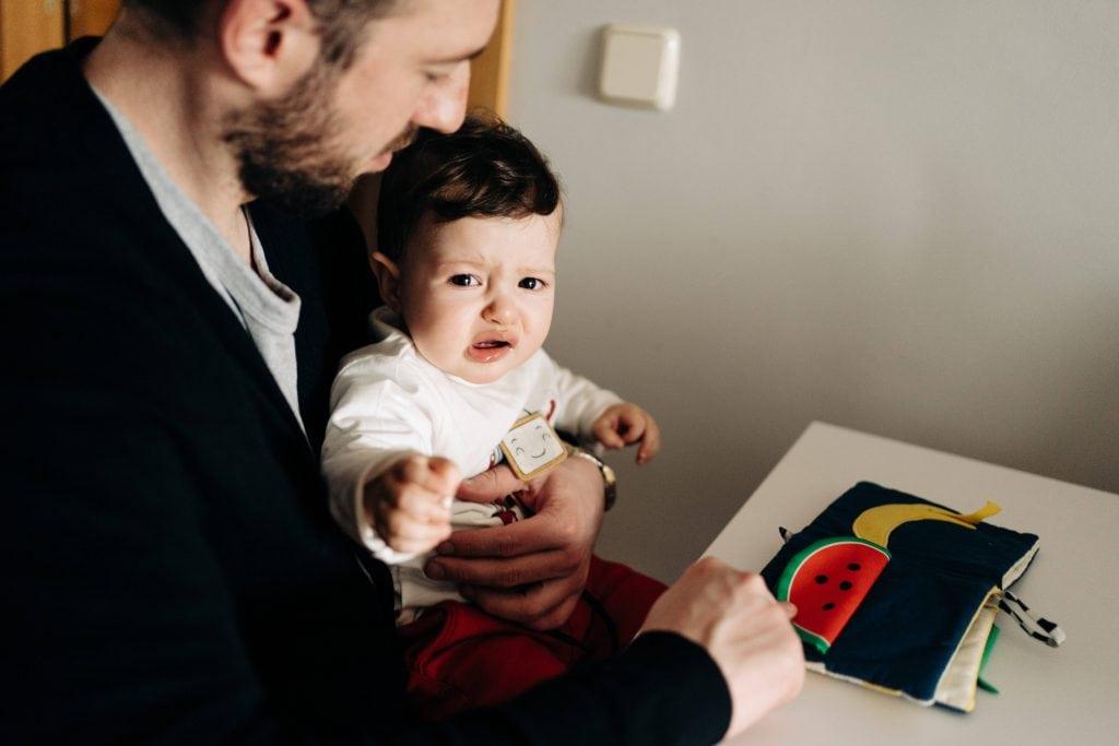 baby weinen schreibtisch homeoffice