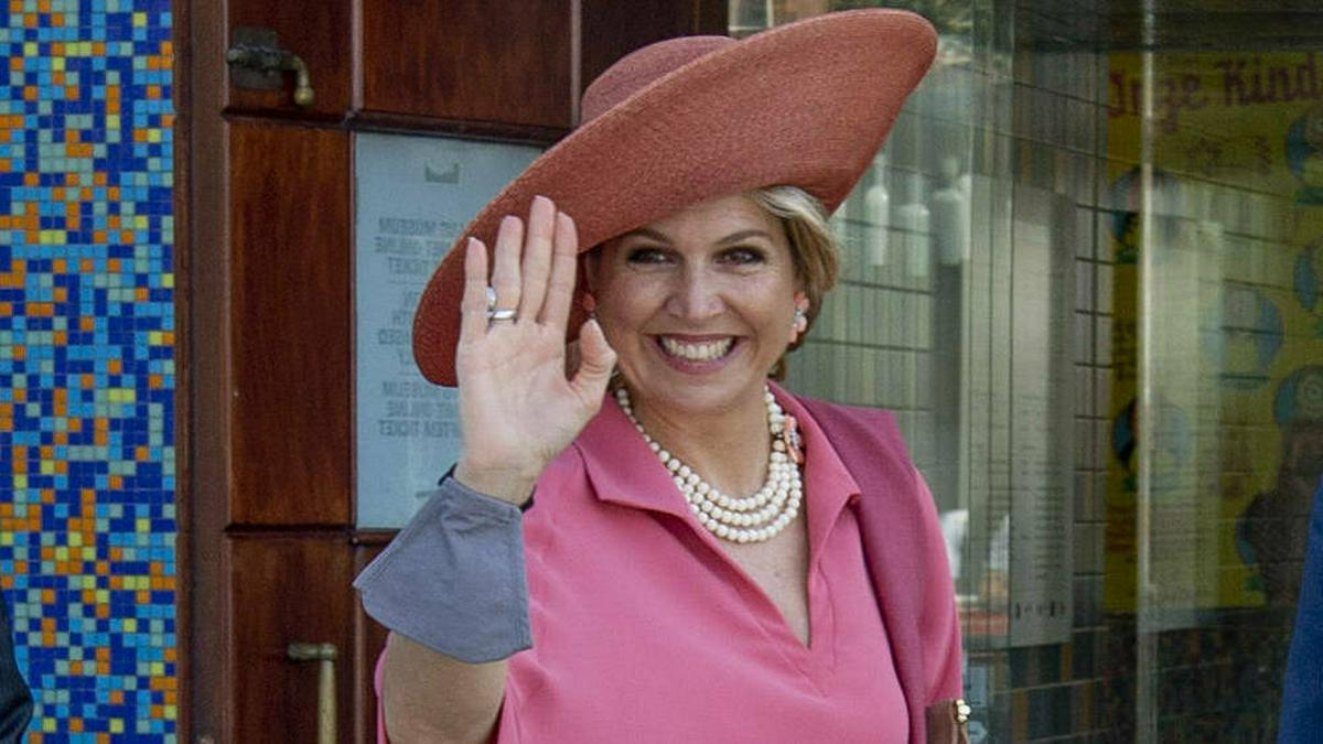 Königin Máxima der Niederlande von oben bis unten in Pink.. © imago images/PPE