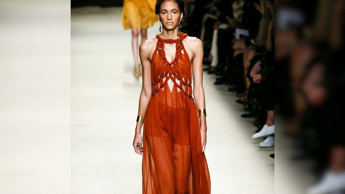 Fließende Maxikleider stehen diesen Sommer hoch im Kurs. © FashionStock.com/Shutterstock.com