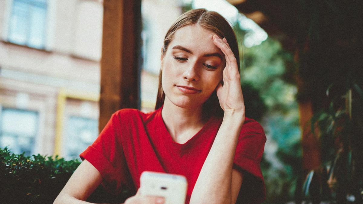 """""""Good Vibes Only""""-Posts anderer können die eigene Stimmung drücken.. © GaudiLab / Shutterstock.com"""