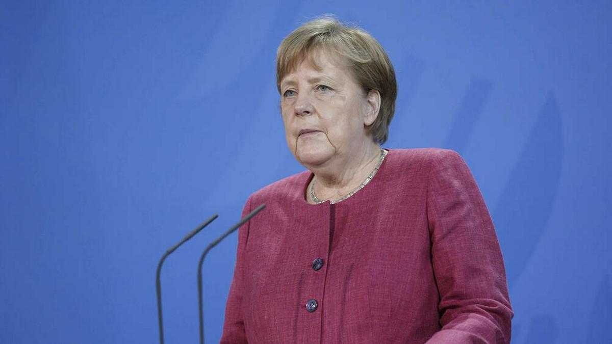 Angela Merkel drückt dem deutschen Team bei der UEFA EURO 2020 die Daumen.. © imago images/Political-Moments