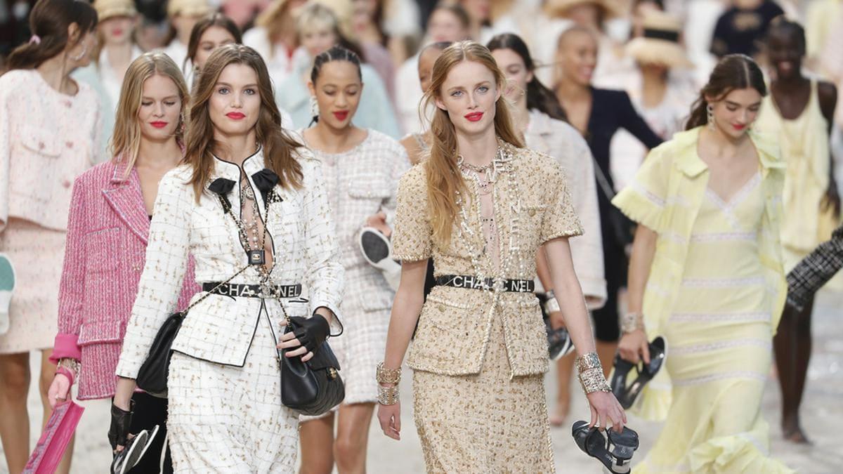 Chanel hat Tweed zu einem zeitlosen Klassiker gemacht.. © FashionStock.com/Shutterstock.com