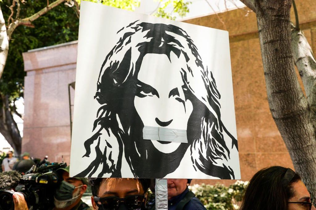 Britney Spears Plakat mit zugeklebtem Mund