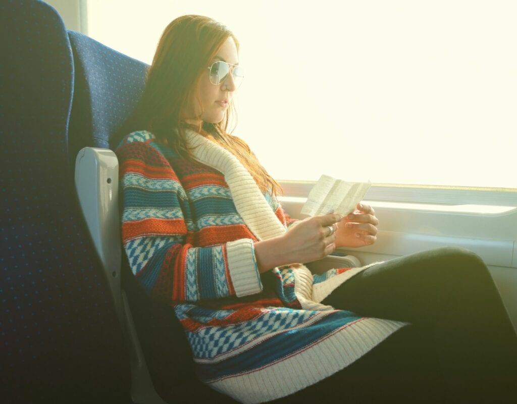 Frau im Zug
