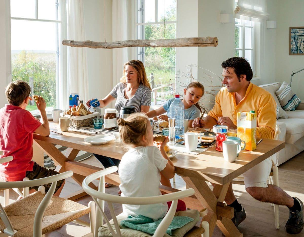 Familie Frühstück