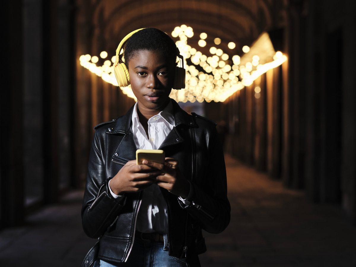 Frau mit Smartphone