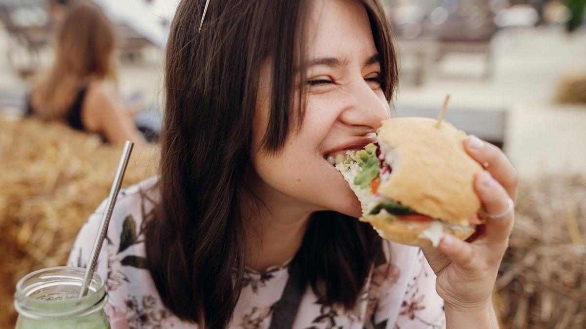 Einseitige Ernährung? Für klassische Burgerpatties aus Fleisch gibt es gute Alternativen.. © Bogdan Sonjachnyj/Shutterstock.vom