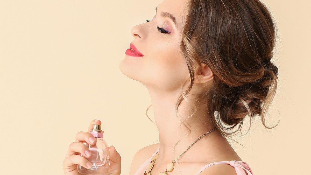 Bei der Auswahl des eigenen Parfüms gibt es zahlreiche Dinge zu beachten.. © Pixel-Shot/Shutterstock.com