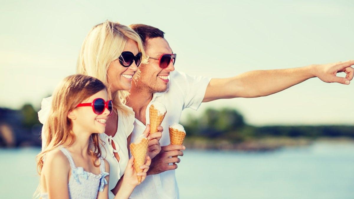 Das Eis gehört im Sommerurlaub dazu - für viele sogar täglich.. © Syda Productions/Shutterstock.com
