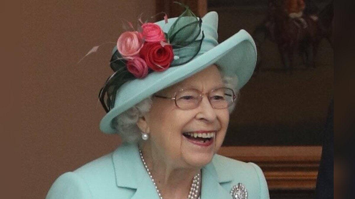 Queen Elizabeth II. wird mit einer besonderen Parade gefeiert.. © imago/i Images